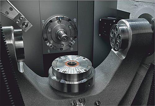 C5 innuti: Alla spånbara material upp till 60 mm i diameter kan bearbetas 5-axligt simultant.